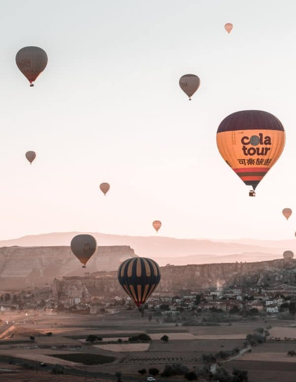 black and yellow Cola Tour hot air balloon